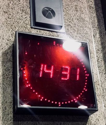 GORGY TIMING - Horloge Studio. Attention:...