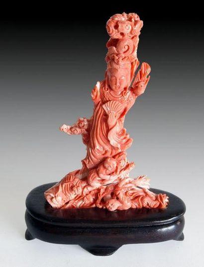 SUJET en corail rouge nuancé blanc, Guan...