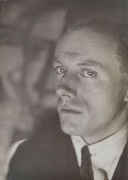 DELVAUX (Paul) portrait du peintre vers 1932...