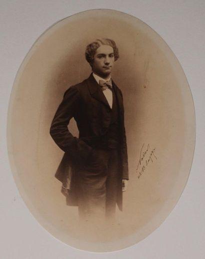 NADAR Félix (1820-1910). Portrait d'un jeune...