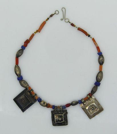 COLLIER de perles de couleurs (racine de...