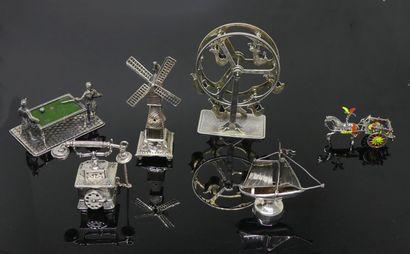 LOT d'OBJETS miniatures: Bateau, téléphone...