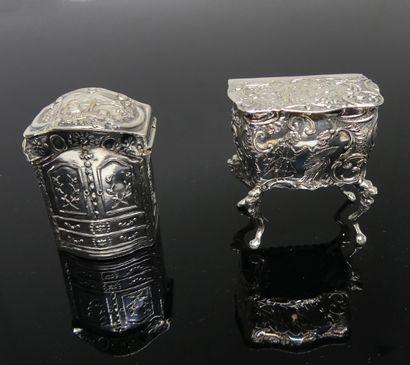 COMMODE miniature et ARMOIRE miniature formant...