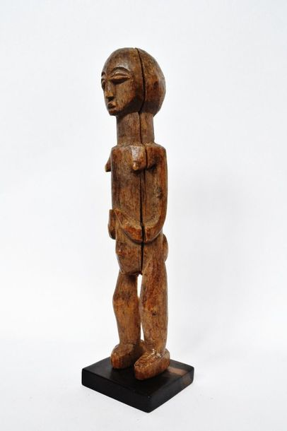 Bateba féminin ? Lobi - Burkina Faso Bois dur à patine miel clair d'usage. Dimension:...