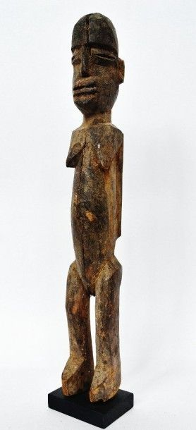 Bateba féminin sculpté de la façon la plus...