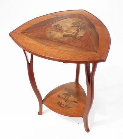GUERIDON triangulaire en bois natuirel et...