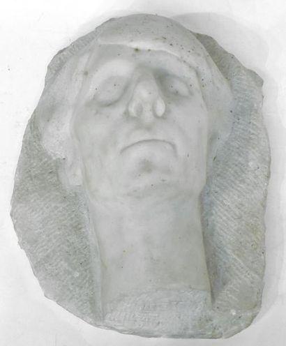 ADET. Visage. Albâtre sculpé. Signé. H. 36...