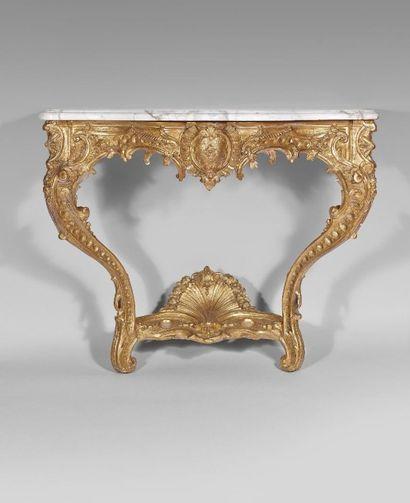 CONSOLE en bois doré et sculpté, la ceinture...