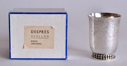 Jean DESPRES (1889-1980). TIMBALE en métal...