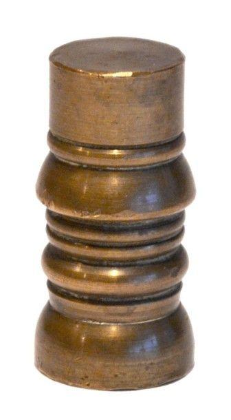 BOURRE-PIPE sédicieux en bronze, au profil...