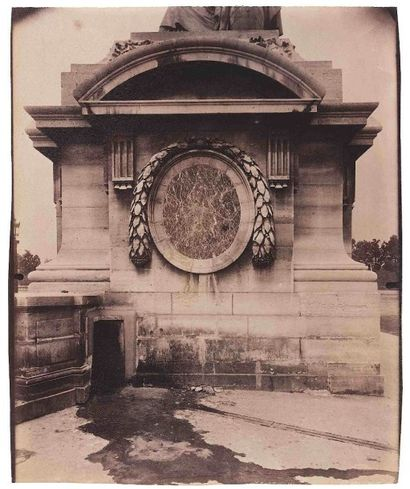 Eugène ATGET (1857-1927). Socle place de...