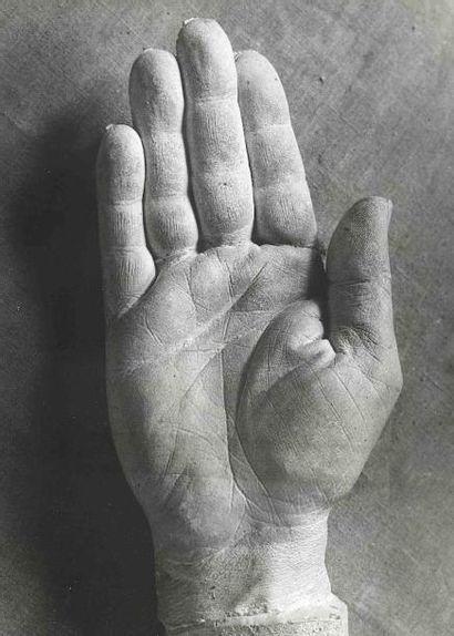 BRASSAÏ [Gyula Halász, dit] (1899-1984). Moulage de la main de Picasso. 1943. Épreuve...