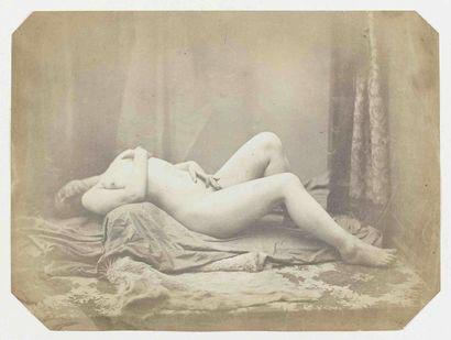 [NU]. Nu renversé, plaisir solitaire. Années 1850. Épreuve d'époque sur papier salé...