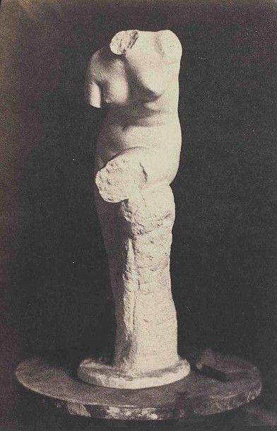 [SCULPTURE]. Sculptures et bas-reliefs. Vers...