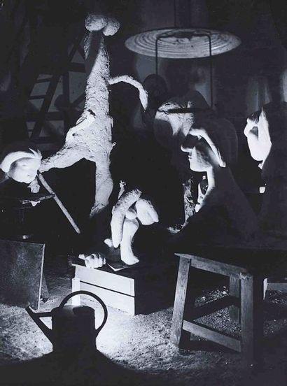 BRASSAÏ [Gyula Halász, dit] (1899-1984). L'atelier de sculpture de Picasso à Boisgeloup,...