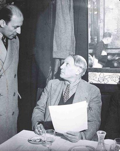 BRASSAÏ [Gyula Halász, dit] (1899-1984). Picasso à la brasserie Lipp, avec Pierre...