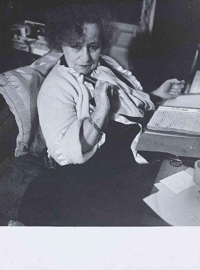 Robert DOISNEAU (1912-1994). Colette. Vers 1950. Épreuve gélatino-argentique d'époque....