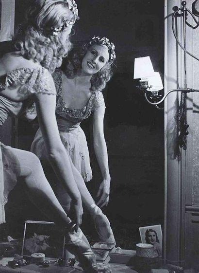 Robert DOISNEAU (1912-1994). Lycette Darsonval. Années 1950. Épreuve gélatino-argentique...