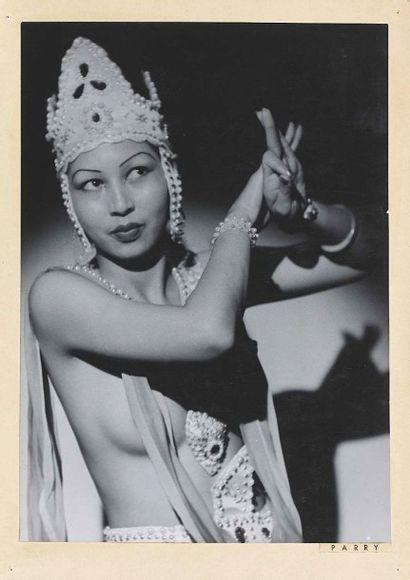 Roger PARRY (1905-1977). La danseuse d'Al-Lal. 1935. Épreuve gélatino-argentique...