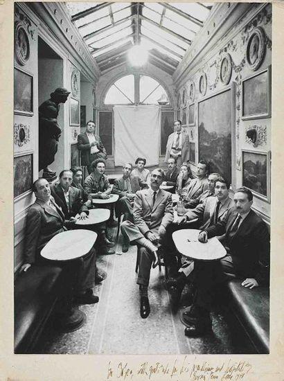 Irving PENN (1917-2009). Groupe au Caffé Greco. Rome. Italie. 12 octobre 1948. Épreuve...