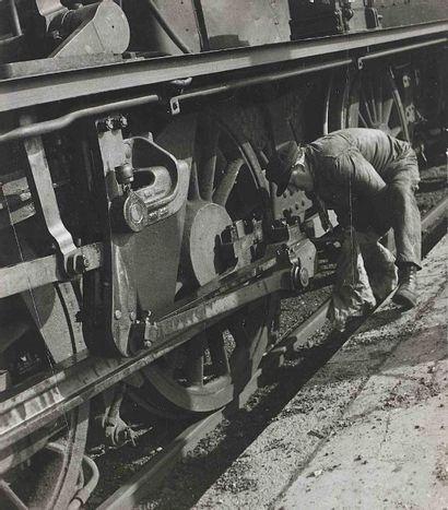 Willy RONIS (1910-2009). Locomotive. 1938. Épreuve gélatino-argentique d'époque....
