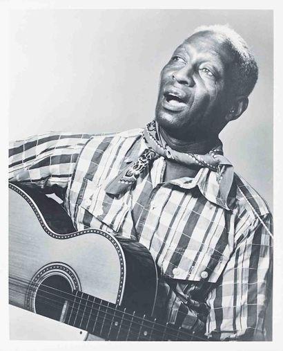 Bérénice ABBOTT (1898-1991). Lead Belly, chanteur de blues. 1942. Épreuve gélatino-argentique...