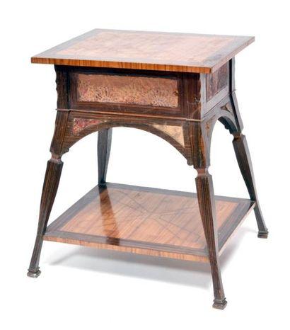 Petite TABLE rectangulaire dans le goût russe, en palissandre, la ceinture peinte...