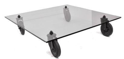 Gae AULENTI. TABLE basse, le plateau de verre...