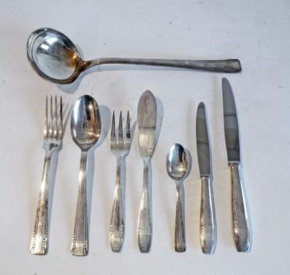 MENAGERE en métal argenté comprenant douze...