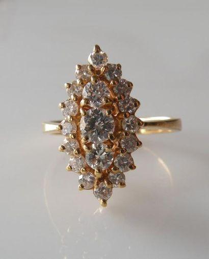 BAGUE Marquise en or jaune sertie de diamants....
