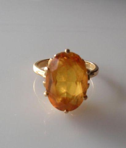 BAGUE en or sertie d'une pierre fine (citrine?)...