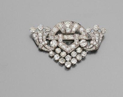 Belle BROCHE en platine sertie de diamants...
