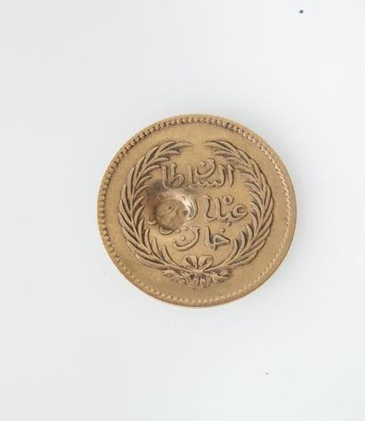 *DEUX PIECES arabes en or jaune. Poids 3,8 g