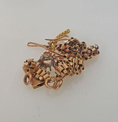 *LOT de DEBRIS d'or dont monture de boucle...