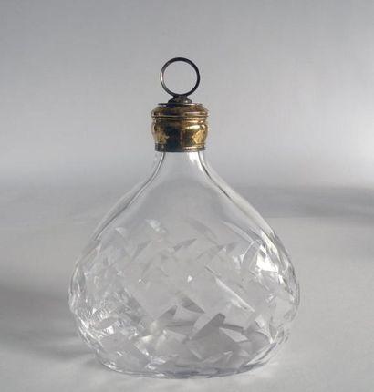 PUIFORCAT. CARAFE en cristal taillé et vermeil,...