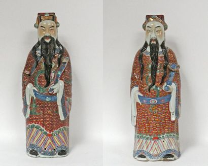 Deux SUJETS en porcelaine polychrome, personnages...