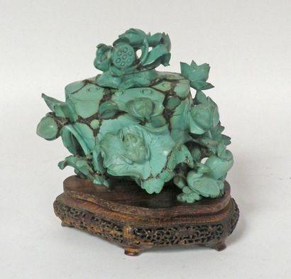 POT COUVERT en turquoise sculpté de fleurs...