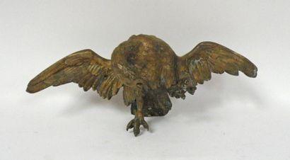 SUJET en bronze figurant un aigle déployant...