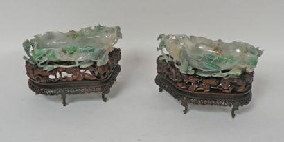 Deux COUPES en jade richement sculptées de...