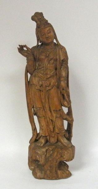 Importante GUANYIN en bois sculptée, debout...