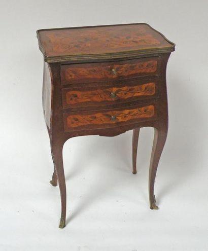 TABLE VOLANTE en bois et placage de bois...