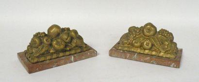 Deux PRESSE-PAPIERS en bronze figurant des...