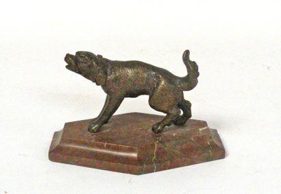 CHIEN ABOYANT, bronze à patine brune, socle...