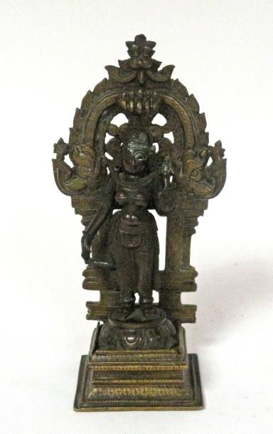 DIVINITE indienne en bronze. H. 20,5 cm.