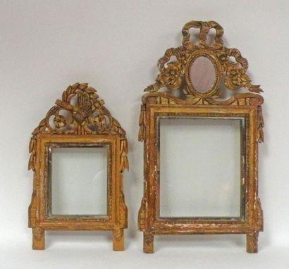 Deux CADRES en bois sculpté et doré à décor...