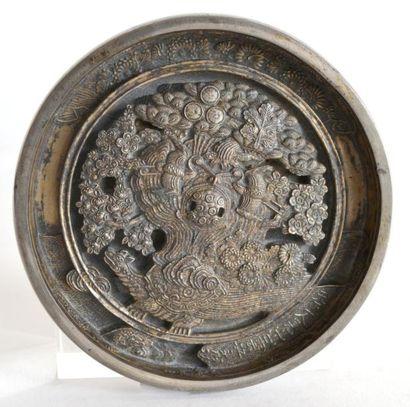 MIROIR circulaire en bronze argenté, la prise...