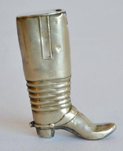 PYROGENE en métal en forme de botte. XIX...