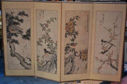 JAPON - XIXe siècle Paravent à quatre feuilles,...