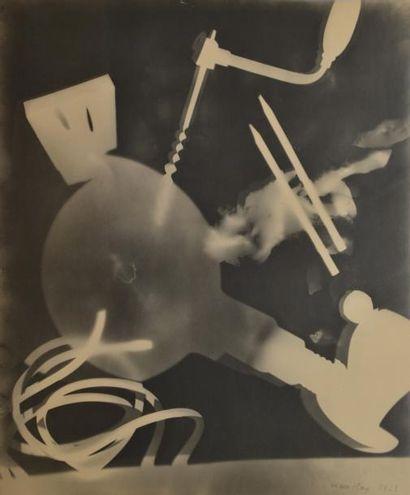 MAN RAY (1890-1976). Rayographie. Sans titre,...