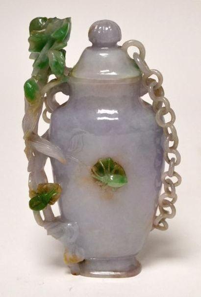 CHINE - Fin XIXe siècle Vase en jadéite vert...